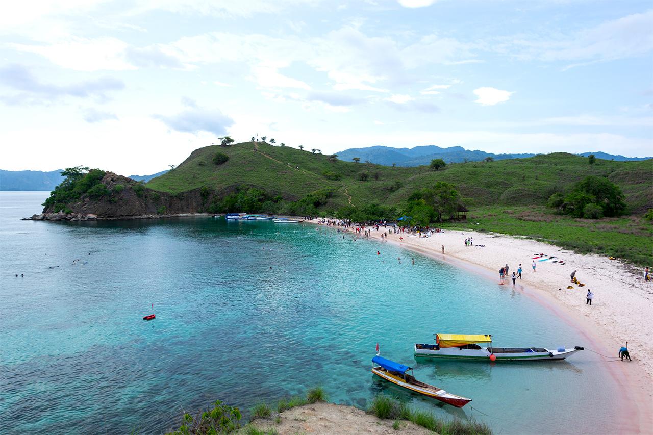 розовый-пляж-индонезия-01